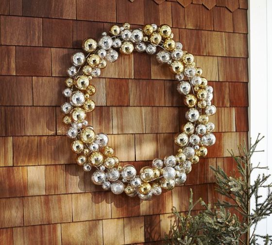 Outdoor Ornament Wreath